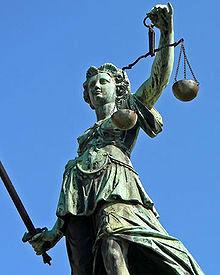 Être proactif Statue Justice